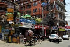Káthmándú - turistická čtvrť Thamel zůstala takřka nepoškozena