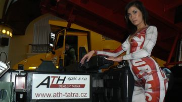 V pozadí Tatra Jamal