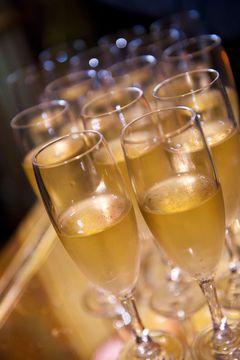 Přípitek šampaňským