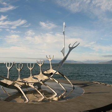 Plastika vikingské lodi v Reykjavíku, Island