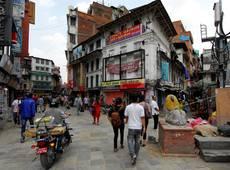 Káthmándú - nedaleko náměstí Darbar panuje čilý každodenní život