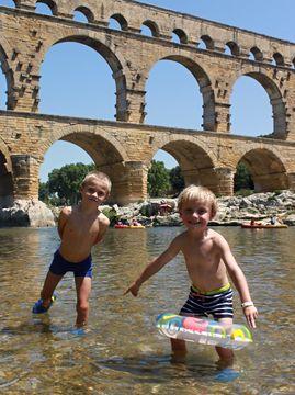 Koupání na závěr etapy pod Pont du Gard