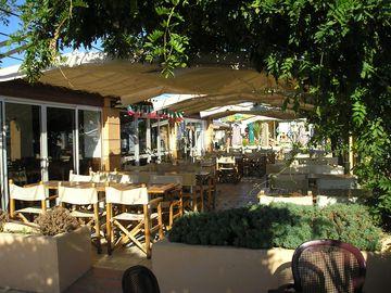 Restaurace v kempu (Port Grimaud)
